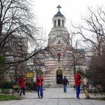 доброволци почистиха около църквите във Варна