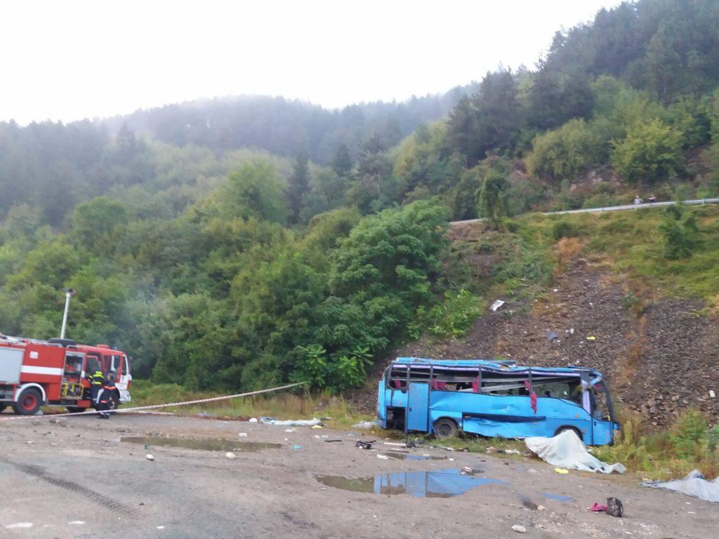 автобусът след катастрофата край Своге