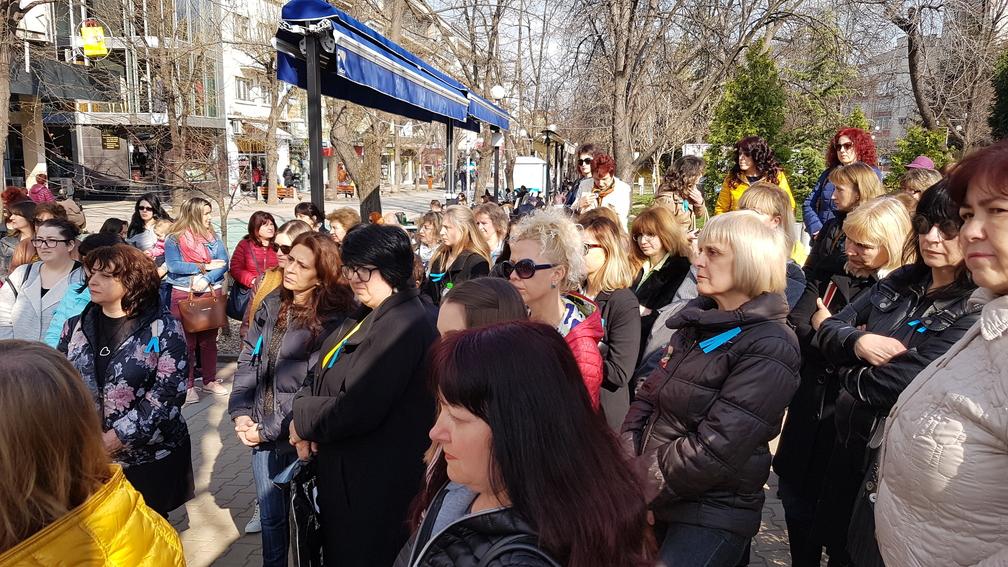 Медицински сестри излязоха на протест пред областната управа в Шумен.