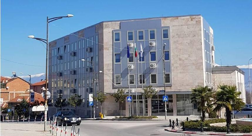 сградата на Община Петрич