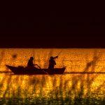 рибарска лодка в морето
