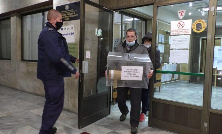 представители на подвижната секционна комисия влизат в РИК - Смолян